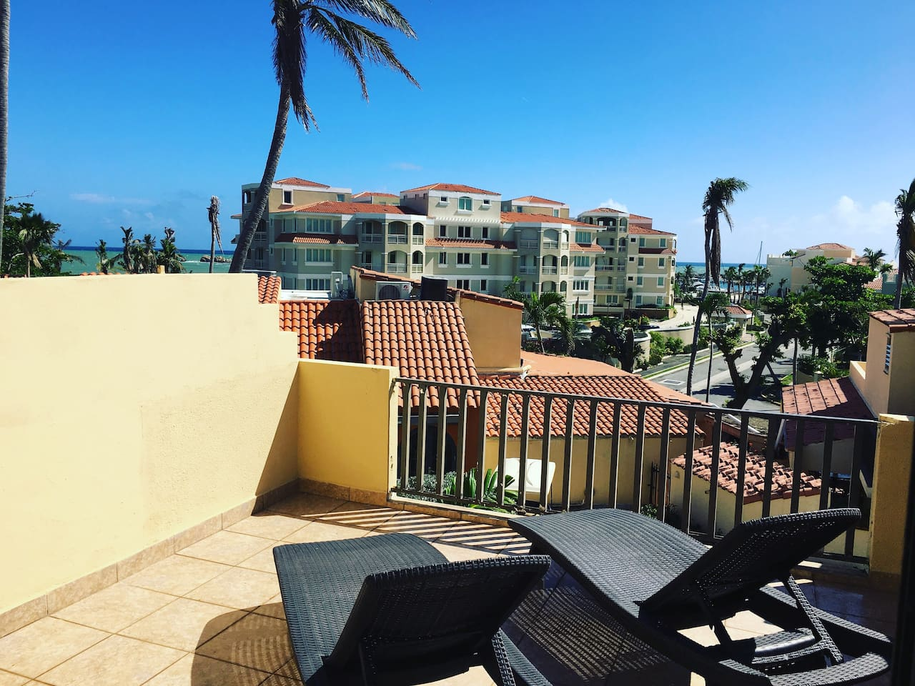 Balcony & lounge chairs. Partial Ocean View. 2min walk from beach & 5mins from Yacht Club!