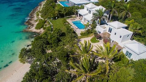 Beach Escape Villa - Beachfront with a Pool