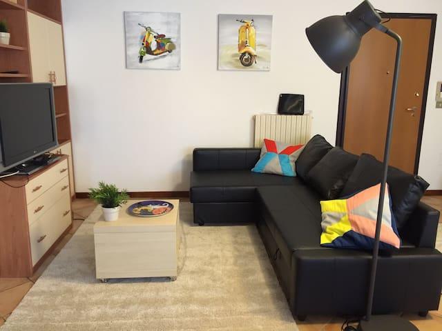 Angolo soggiorno con divano letto matrimoniale View with the sofà bed (double-bed)