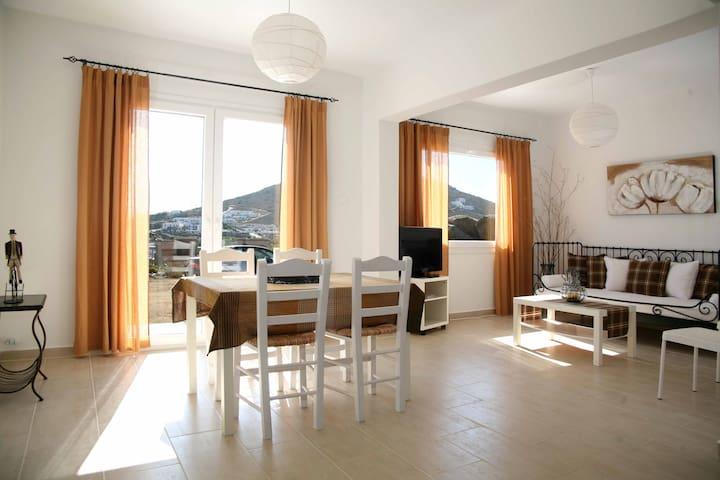 Ηλιόλουστη μεζονέτα με θέα - Stelida - Casa