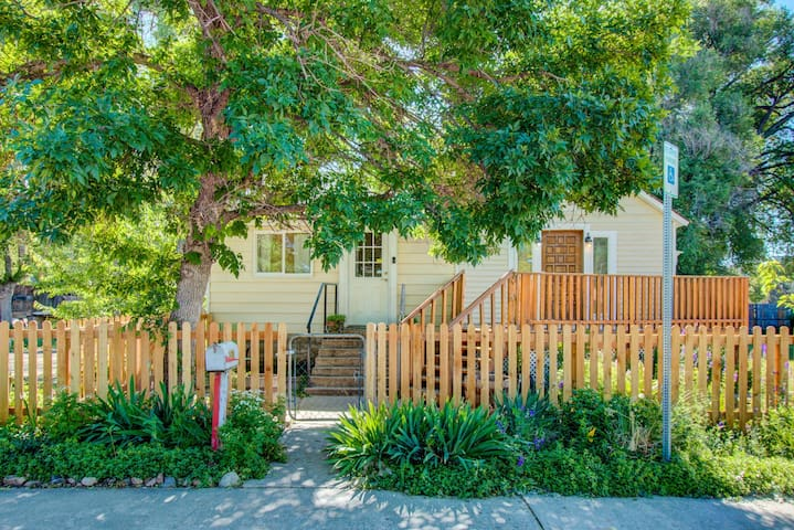 Vintage Home in Heart of Old Town! 30 day minimum