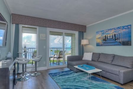 Beach Condo with Heated Pool, WIFI & great sunsets