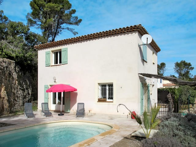 Holiday House Acacia in Sillans-la-Cascade