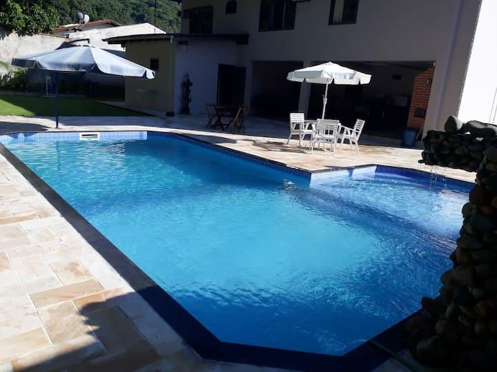 área de festa com piscina