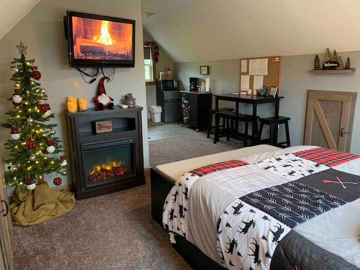 Twin Oaks Acres Relaxing Country Getaway