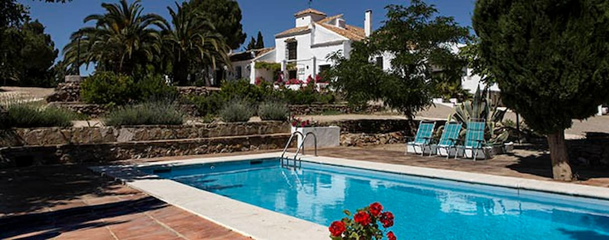 Large Spanish Farmhouse with pool - Campillos (Málaga) - บ้าน