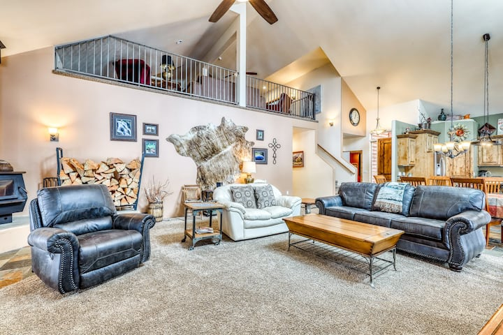 Rustic McCall lodge w/ community beach access, deck, Ping-Pong & foosball!