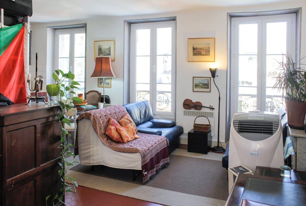 T2 50m2 vieux port terrasse 45m2 appartements louer for Appartement design friche gare st charles vieux port