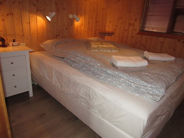 Cabin A - bedroom 1. Double bed, 160 cm.
