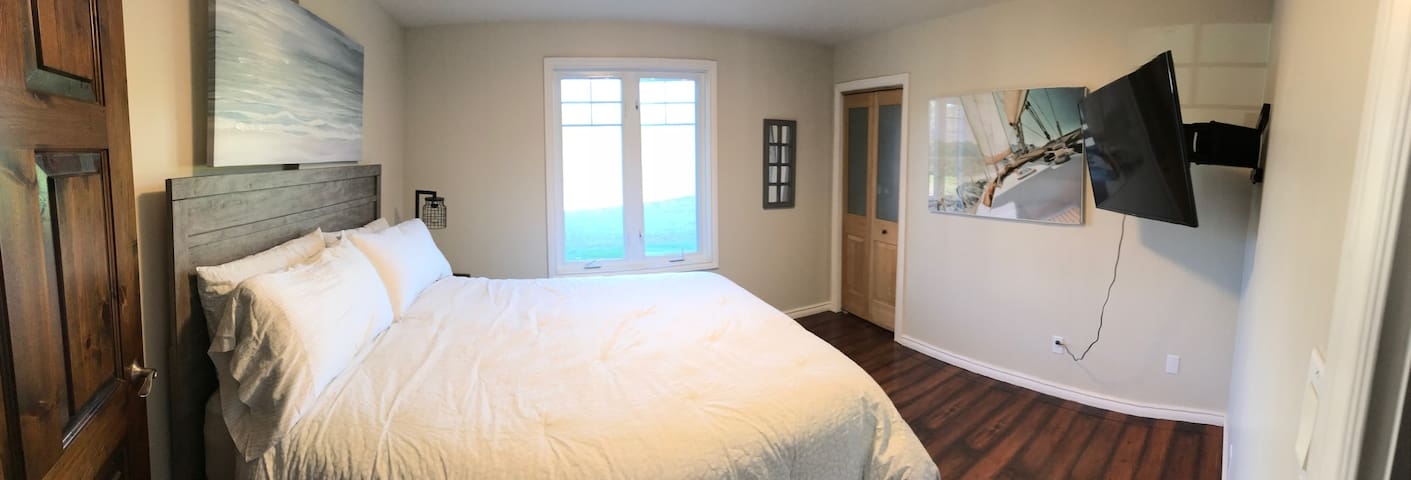 Bedroom #3 with Queen Bed and 40-inch 4K HDTV