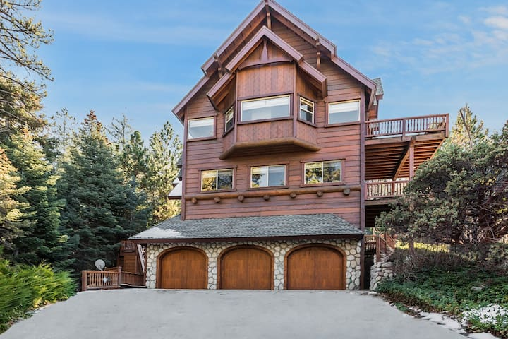 New Listing! Custom Miracle Mountain Lodge w/ AC