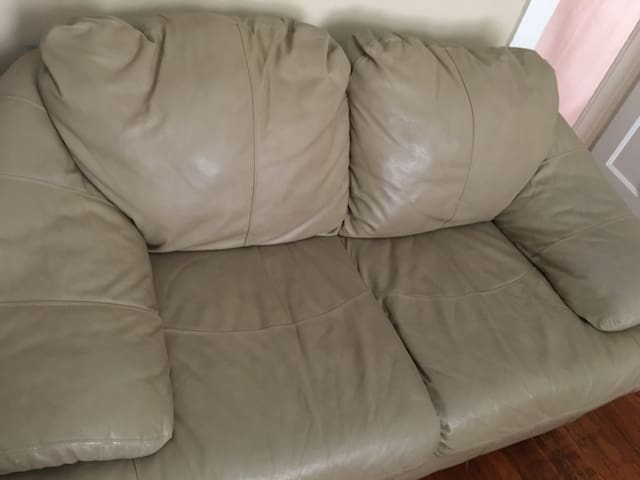 Small comfy sofa - Yonkers - Apartment