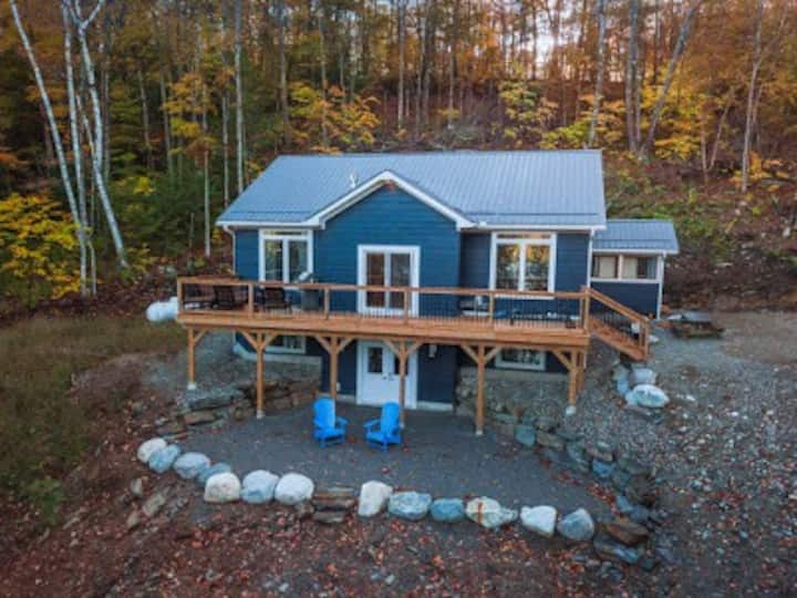 Cottage in the Woods,  dock/waterfront 5 bedrooms