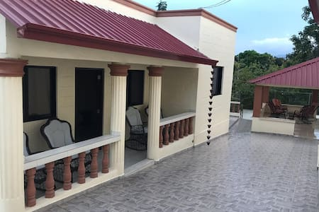 BEAUTIFUL HOUSE WITH 3 BR, 3 BA, PULL TABLE,BBQ,