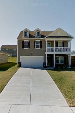 CENTRALLY LOCATED UNIVERSITY AREA OF CHARLOTTE NC