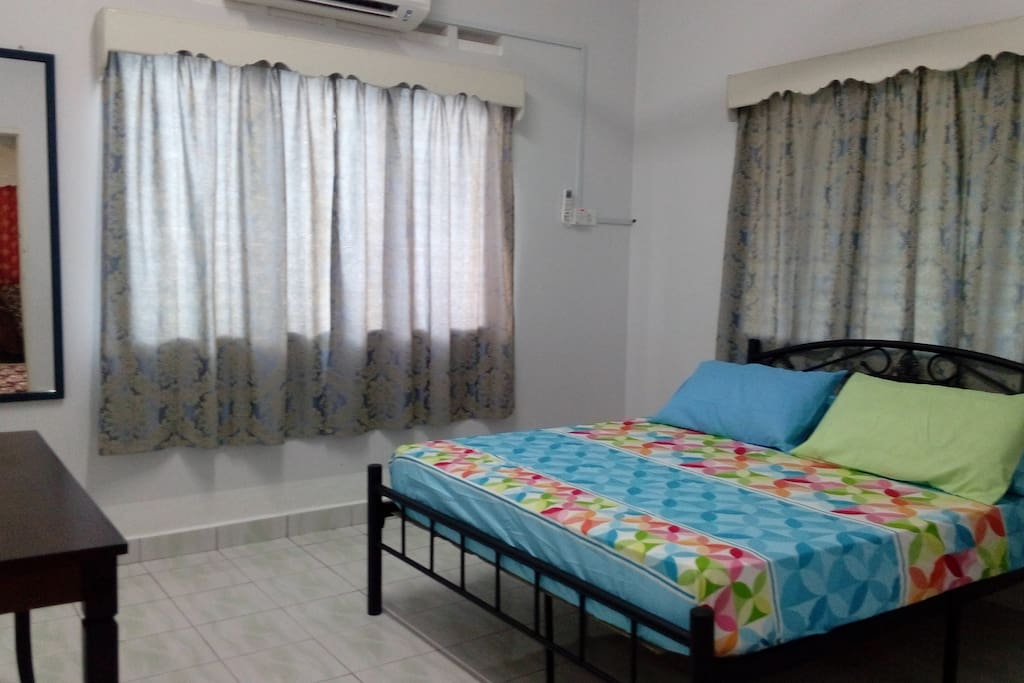 1st room queen bed with aircond