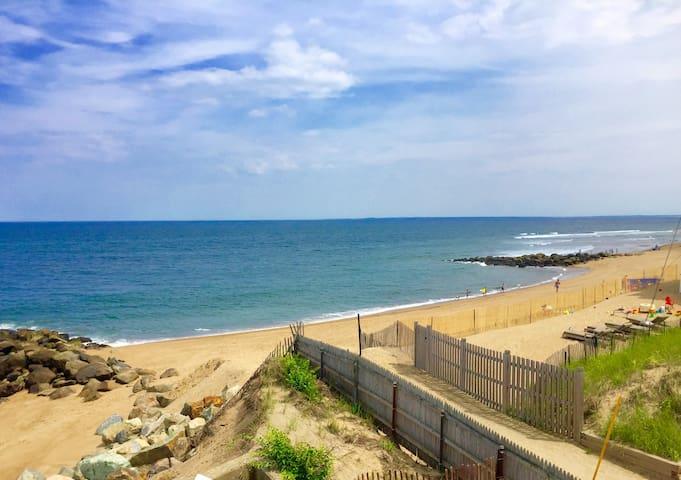 Oceanfront - 4BR/3BA Plum Island Beach House