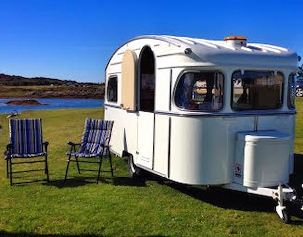 Jinny: Vintage by the beach Arisaig - Arisaig - Camper/RV