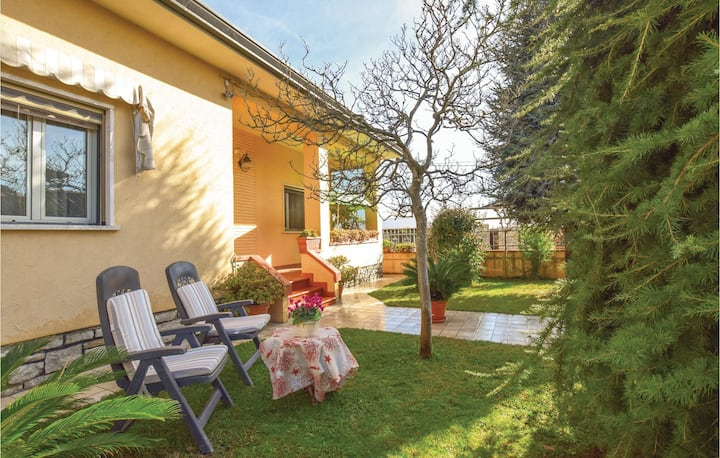 Holiday cottage with 2 bedrooms on 120m² in Capezzano -LU-