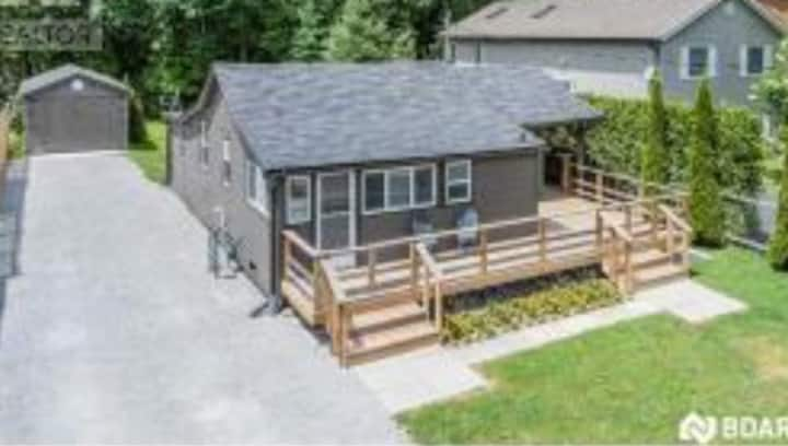3 bedroom cabin:  beach, rest, marina down the  st