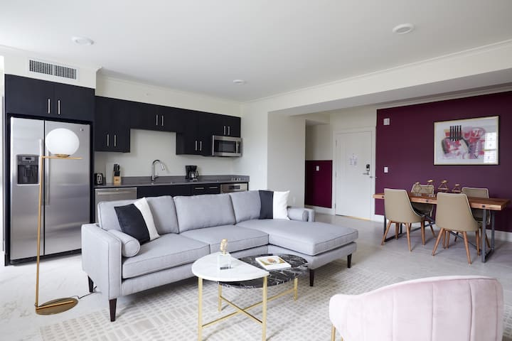 Sonder | Canal Street | Timeless 1BR + Pool