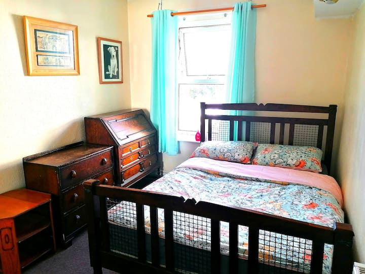 BOURNEMOUTH BEACH - Double bedroom in 2 bed flat