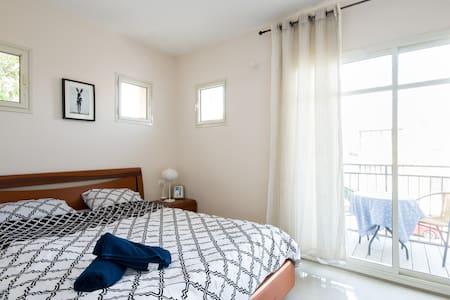 Sunny Cozy Flat With Balcony - Hajfa - Apartament