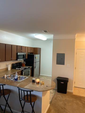 Upscale Spacious Vibe Near The Airport