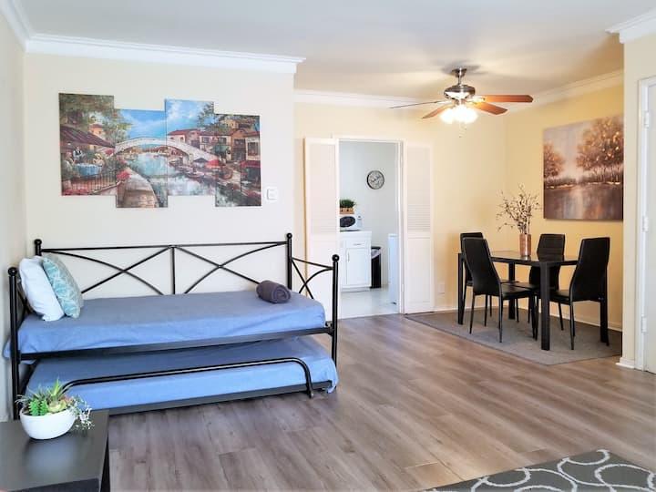 Bargain Beverly Hills, bright 1 bedroom. Gr8 area!