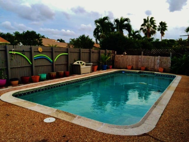 Pool/Hot Tub Home 15 minutes from Beach - Coconut Creek