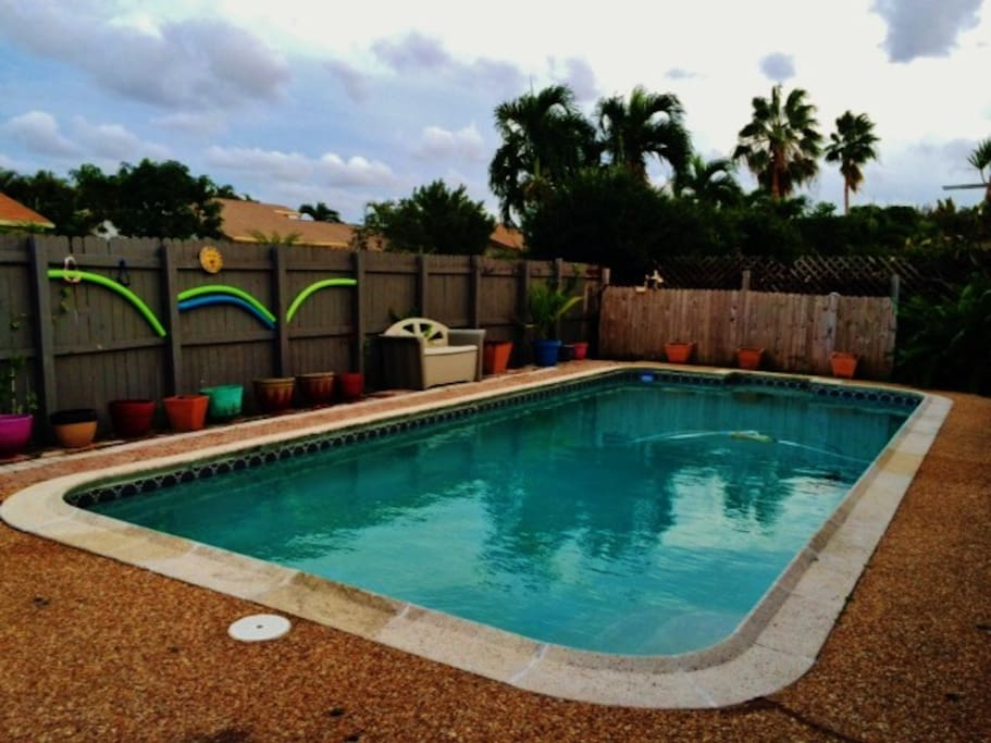 Pool hot tub home 15 minutes from beach houses for rent for Florida hot tubs