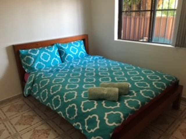 Walk to Hurstville station 13min!Private room!101 - Hurstville - Huis