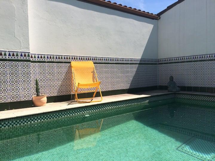 Chambre privée sous les toits + accès piscine