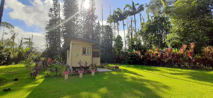"""Leilani House - Private Guest House """"Thrall Room"""""""