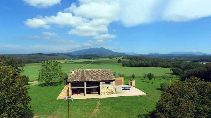 Mas Can Pirrac, typical Catalan farmhouse with private pool, garden, bbq..