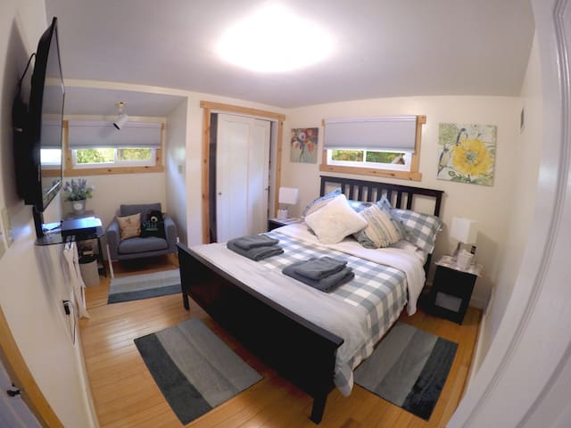 """Bedroom with queen size bed and with 55"""" HDTV and Blu-ray DVD player. Netflix and Prime Video (Amazon)."""