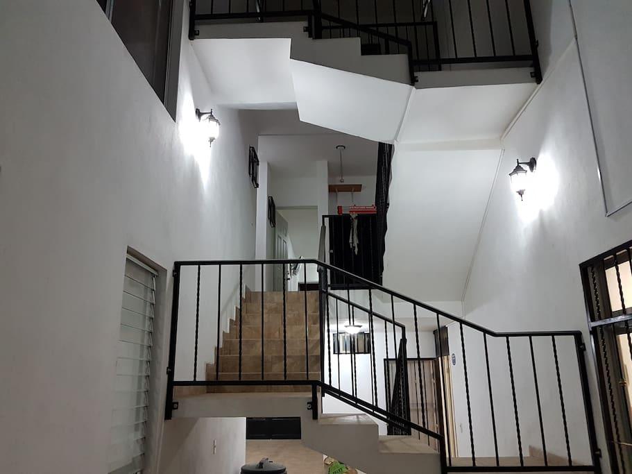 La Habitación se encuentra en el segundo piso