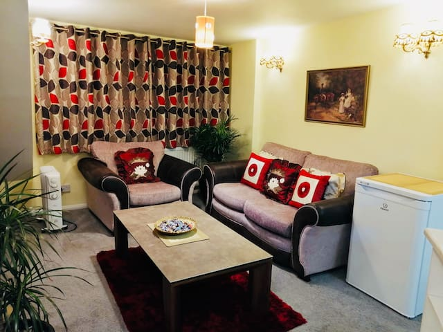 1 bed flat close to M1/M69, Fosse Park, Leicester