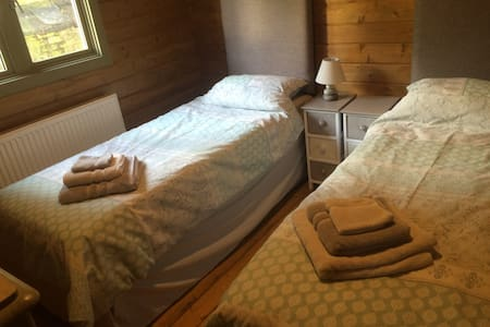 Adaptable Twin/King-size room, Private Bath/shower - Stuga