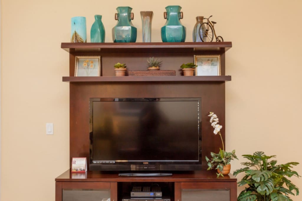 Fireplace,Hearth,Porcelain,Vase,Entertainment Center