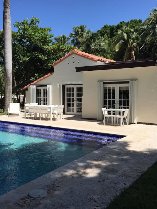 spacious guest house with pool garden h user zur miete in miami beach florida vereinigte. Black Bedroom Furniture Sets. Home Design Ideas