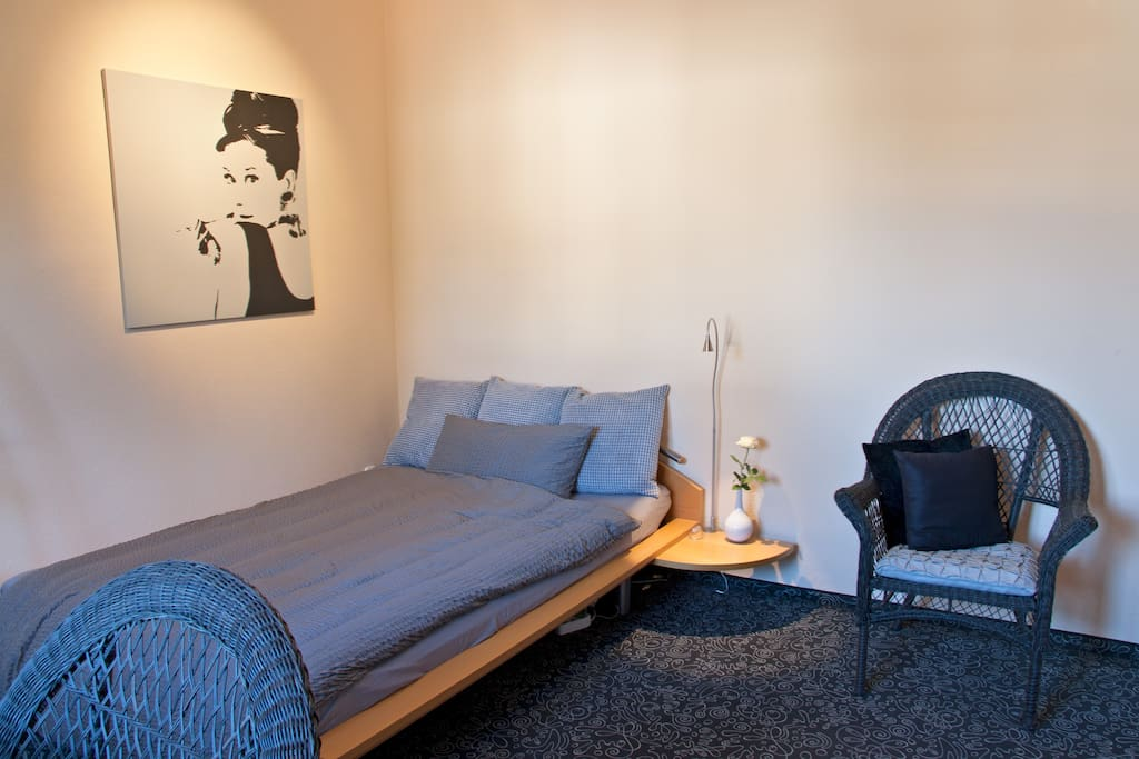 Relaxroom mit 1,40m Bett (auch für 2 Gäste) | Relax room with 1,40m bed (also for 2 guests)