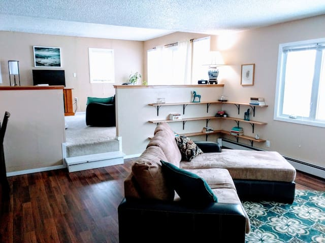 Sunny and spacious duplex in the heart of the city