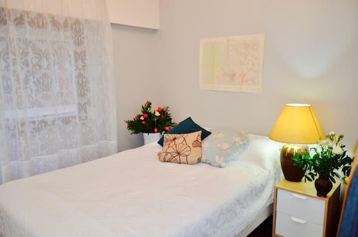 Double room apt. near Parque Nações