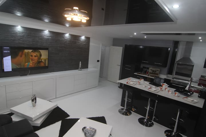 Brightmoor Serviced Apartments - 10 Penthouse