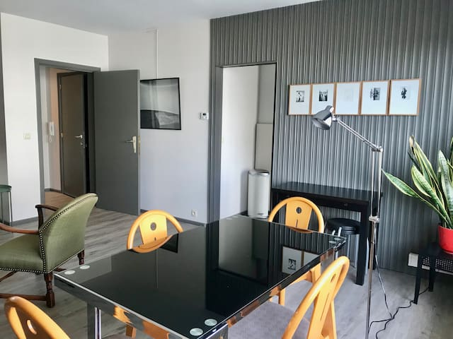 Apartment near station, between Ghent and Brussels