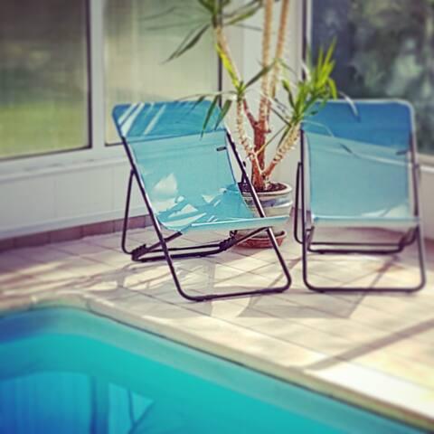 Ahhhhhhhhhhh la piscine couverte en Lafuma vintage #laVieEstBelle