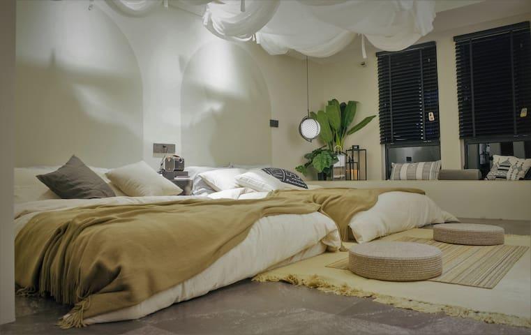 两床榻榻米 带飘窗