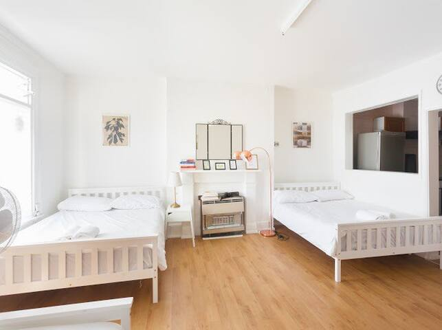 Spacious Room with Private Kitchen in Islington