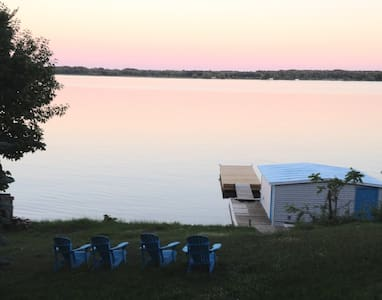 1000 ISLANDS (ONTARIO)- WATERFRONT COZY COTTAGE